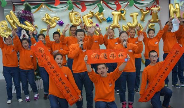 聚一堂、郑州的少林功夫铿锵有力、武汉的十二生肖和丽江的婀娜舞蹈